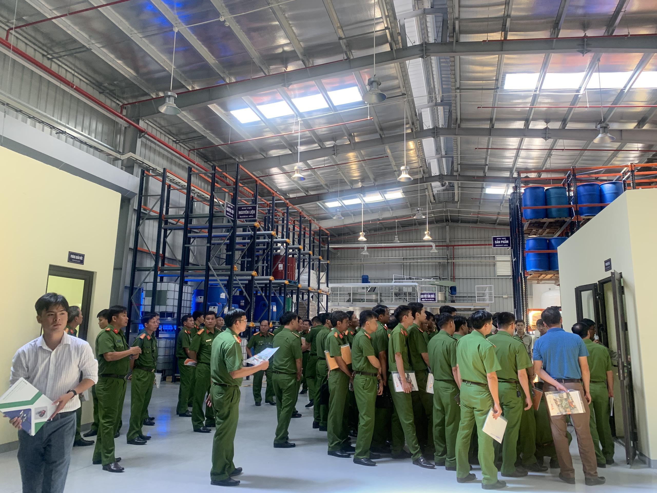 Tập huấn nghiệp vụ kiểm định phương tiện PCCC tại Nhà máy sản xuất bọt chữa cháy VINAFOAM Việt Nam