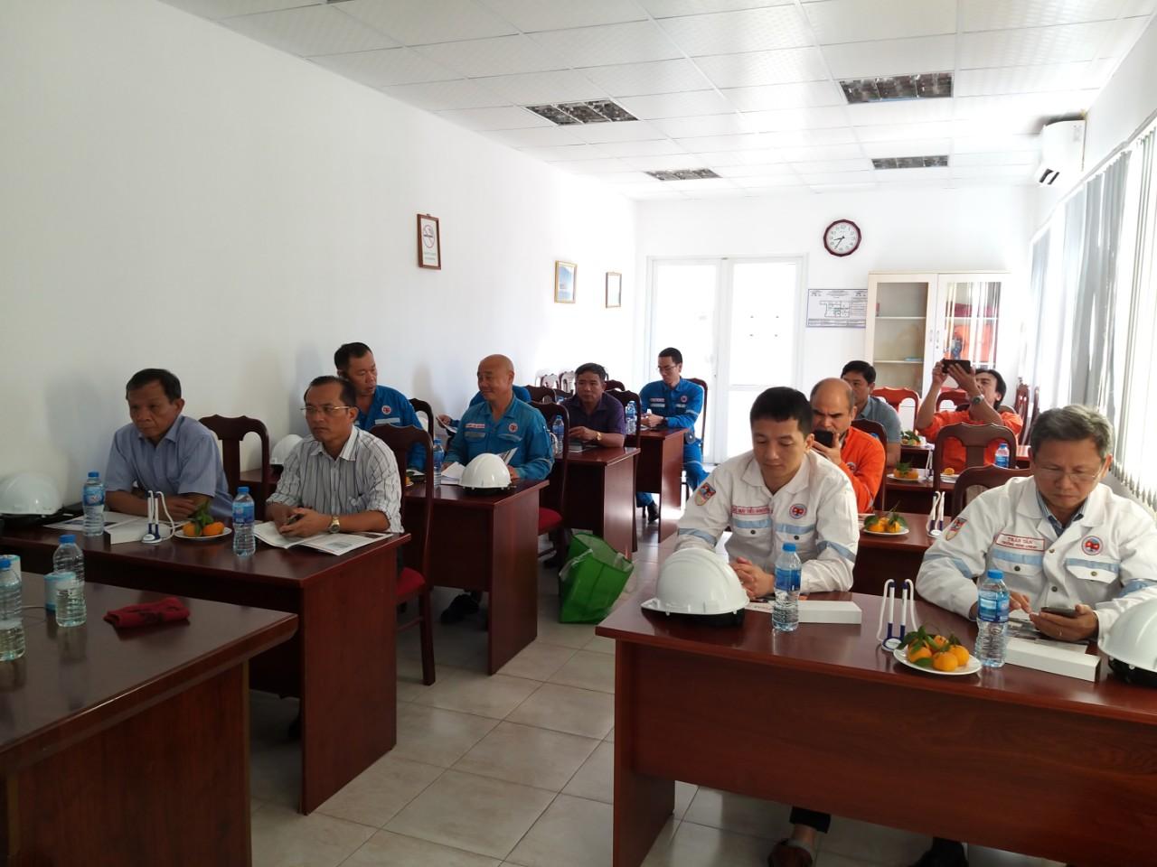 Sáng ngày 19/11/2019, Công ty TNHH Vinafoam Việt Nam tổ chức hội thảo và Demo sản phẩm bọt chữa cháy tại Trung tâm huấn luyện và đào tạo Công ty VIETSOVPETRO Liên doanh Việt- Nga